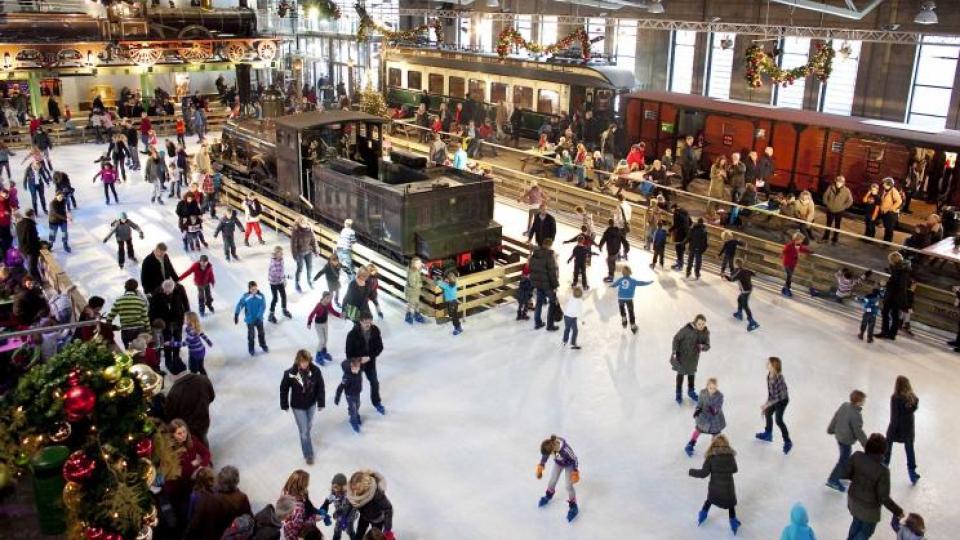 Floors uitagenda: lichtjes kijken op de Domtoren en schaatsen op de hoogste baan van Amsterdam