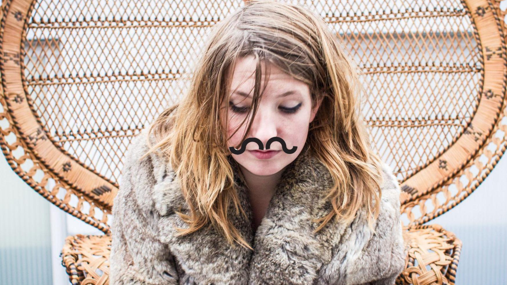 Snorfestival: Roos Rebergen (van Roosbeef) krijgt een Snor